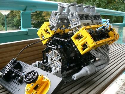 LEGO_V8_Engine_2
